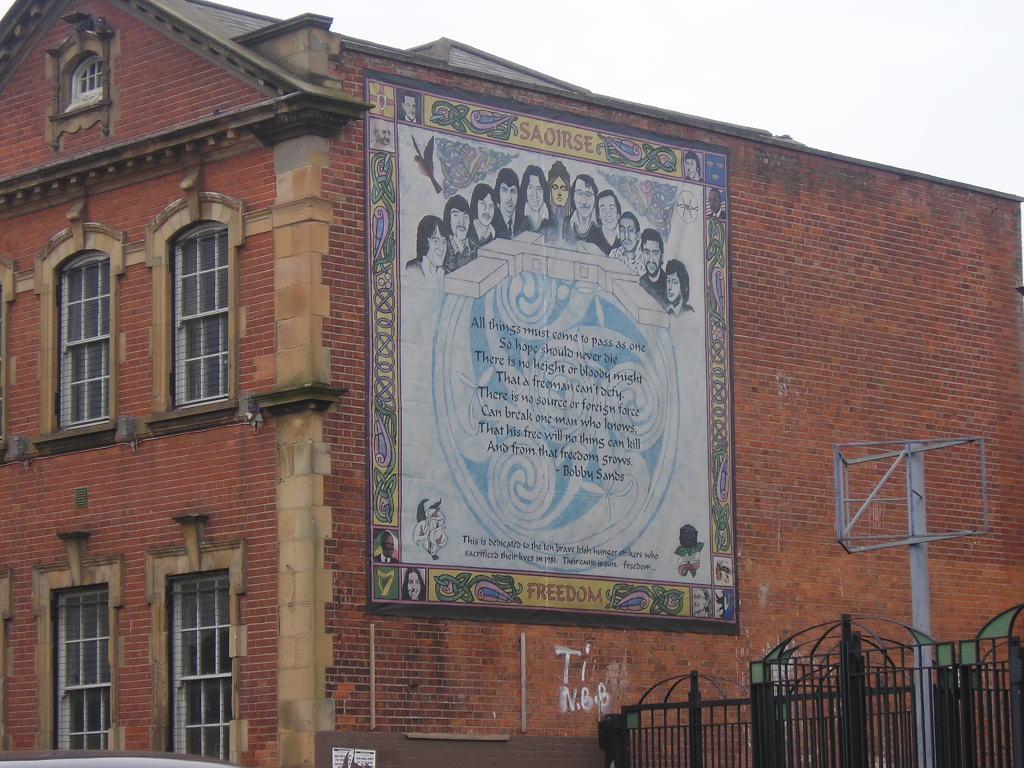 The Falls, Murales nella Belfast cattolica