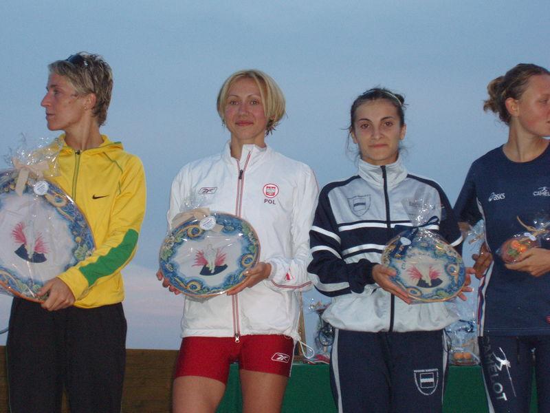 il podio del'Etna Race Walking con Rigaudo , Korzenioska e Mongelli.JPG