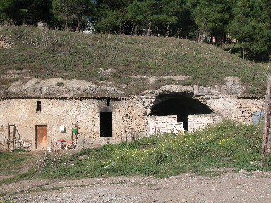 Atella: stalle in grotta.