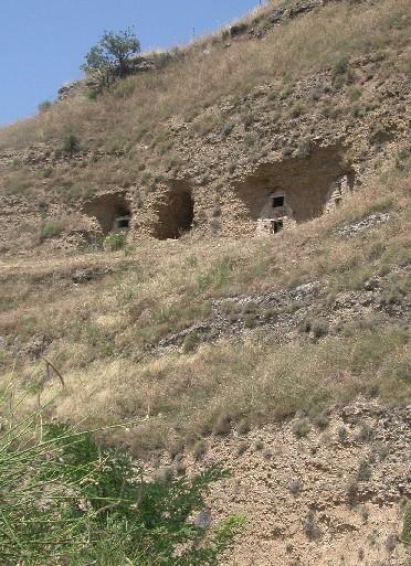 Calvera: stalle in grotta.