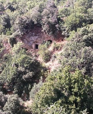 Gallicchio: grotte tra i boschi.