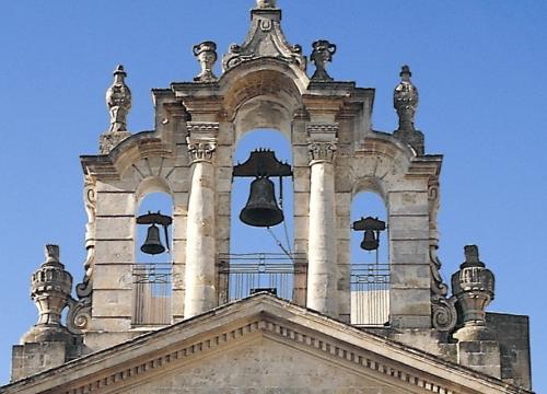 Il campanile a vela della chiesa di San Rocco in piazza Roma a Montescaglioso