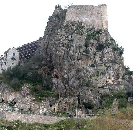Balvano: grotte sotto il castello.