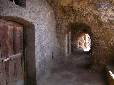 Chiaromonte: cantine e sopportico in grotta.