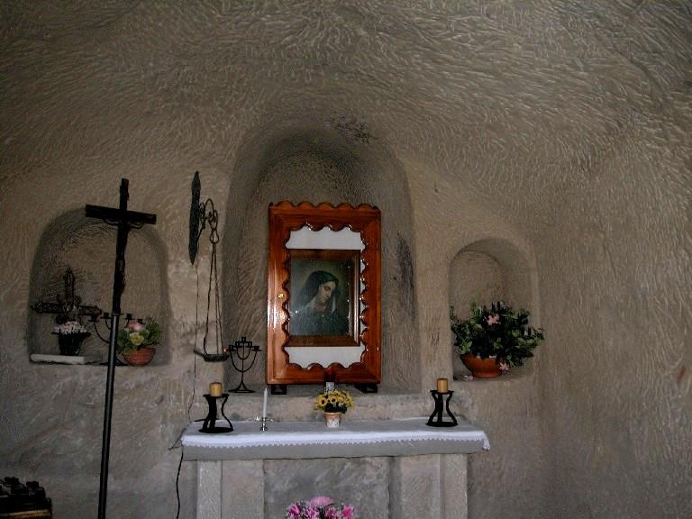 Cirigliano: cappella rupestre.