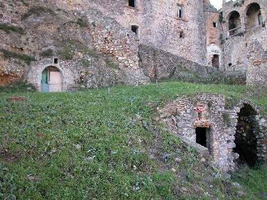 Craco: grotte nel paese abbandonato.