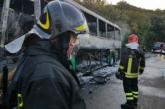 In fiamme un bus della Sita sulla strada Montescaglioso-Bernalda,
