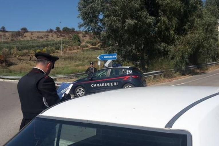 Impedisce a ragazza di allontanarsi dalla sua casa dopo averle ceduto droga a Montescaglioso, soccorsa e liberata dai Carabinieri di Matera